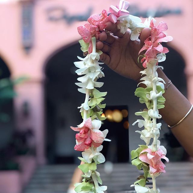 🌸🌸🌸Happy Lei Day🌸🌸🌸     #hawaii #spring #oahu #photooftheday #rose #happyeaster #luckyweliveinhi #waikiki #shabbychic #wedding #royalhawaiianhotel #pinkpalace #maxidress #resort #offtheshoulder  #ハワイ #ワイキキ #ウェディング