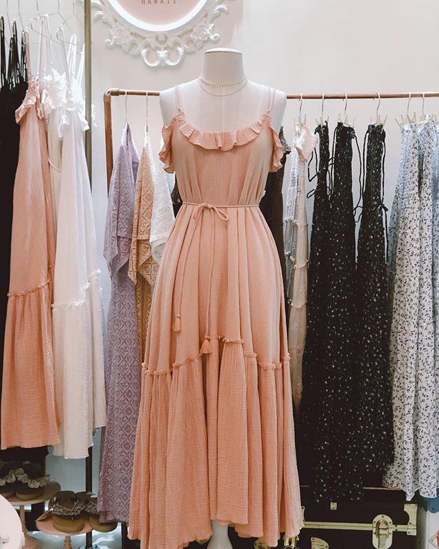 Viola dress in dusty pink. Love this back style♡        #hawaii #spring #oahu #photooftheday #rose #happyeaster #luckyweliveinhi #waikiki #shabbychic #wedding #royalhawaiianhotel #pinkpalace #maxidress #resort #offtheshoulder  #ハワイ #ワイキキ #ウェディング