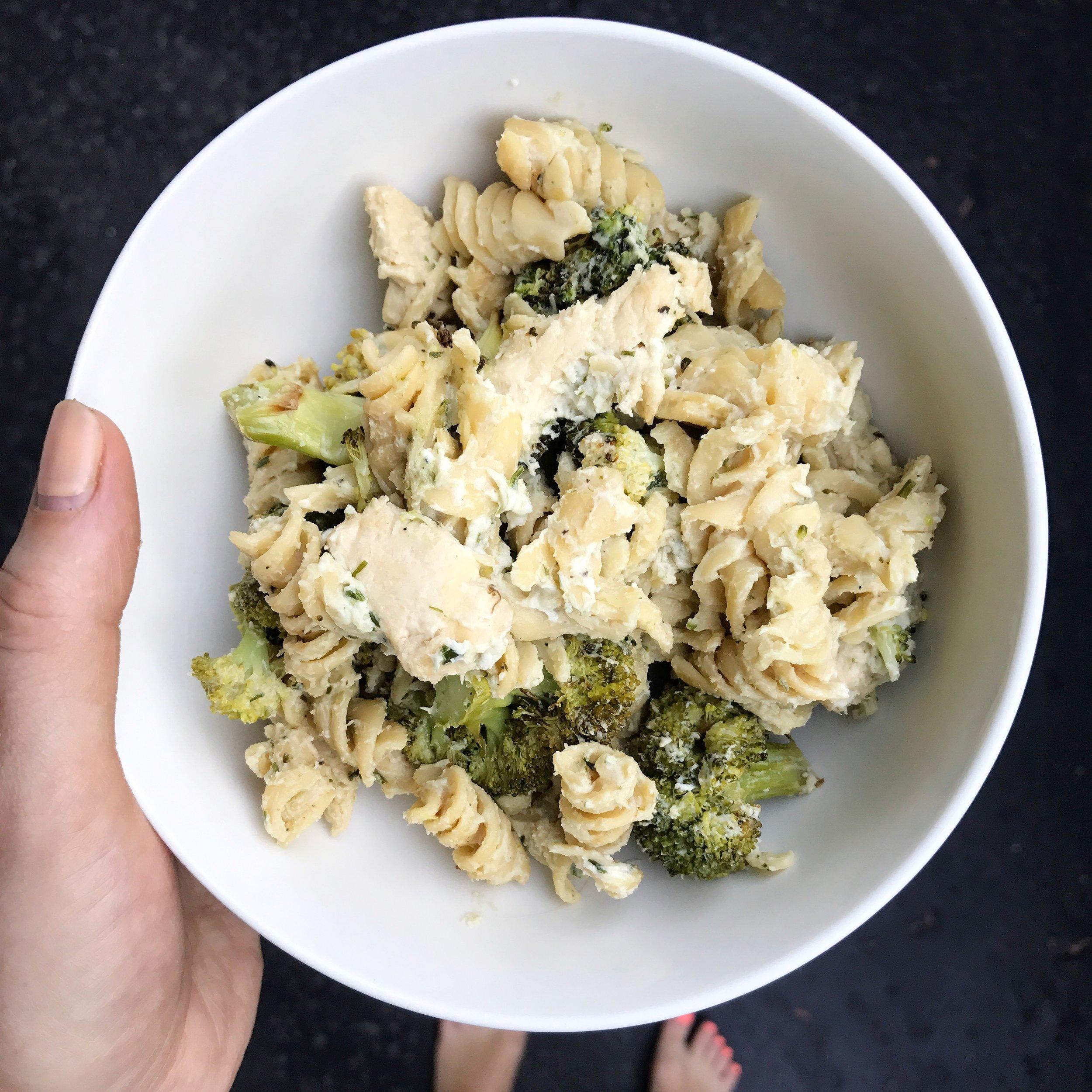 Easy Chicken Broccoli Pasta || goodfortheswole.com