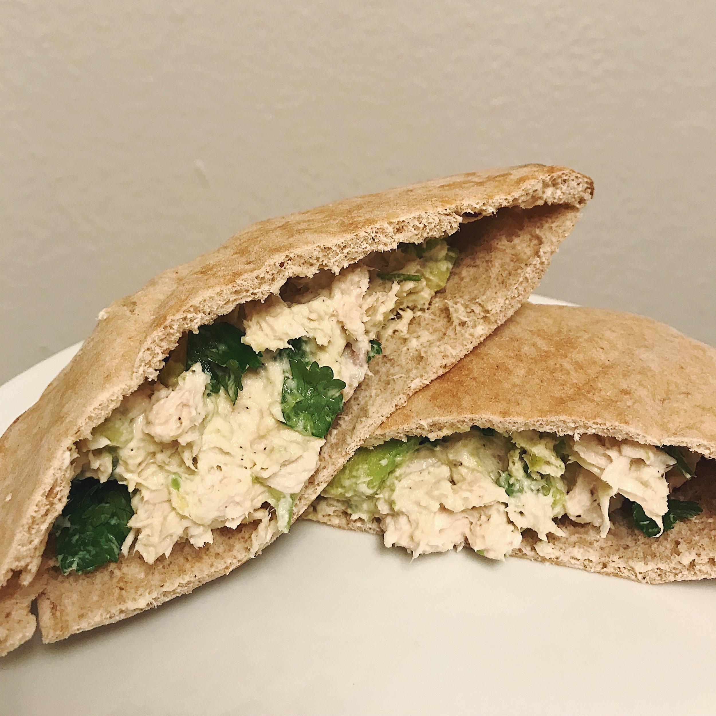 Avocado Chicken Pitas || goodfortheswole.com