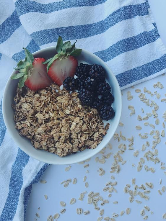 Homemade Peanut Butter Granola || goodfortheswole.com