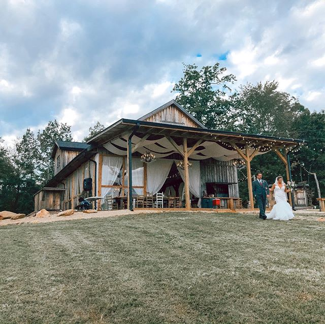 Those last steps before the meeting at the end of the aisle 💕 I'd love to hear all the conversations being had in those emotional excitement moments. Congratulations Brooke & Michael 💕 #amitycreekfarms #ncweddings #fallweddings #octoberweddings #ncvenue #barnweddings