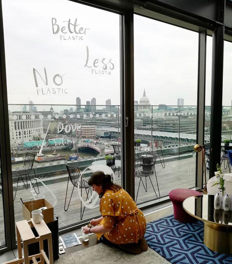 window-illustration-installation-London-Dove-Unilever.jpg