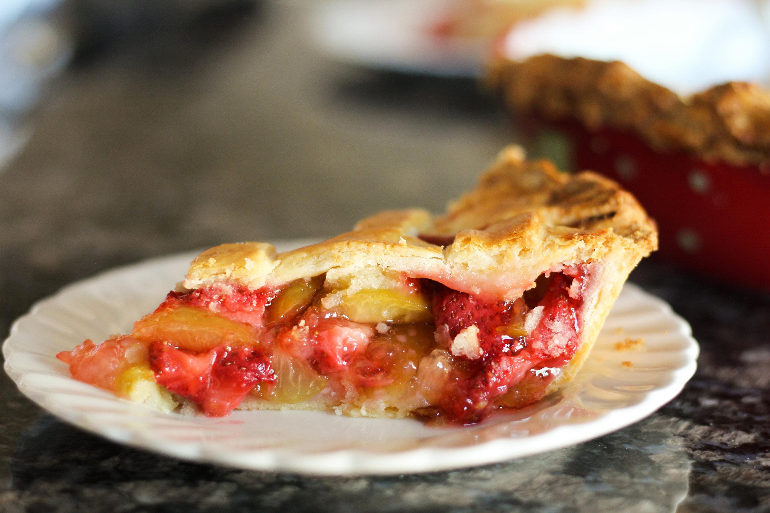 strawberry sour plum pie (strawberry jarareng pie)
