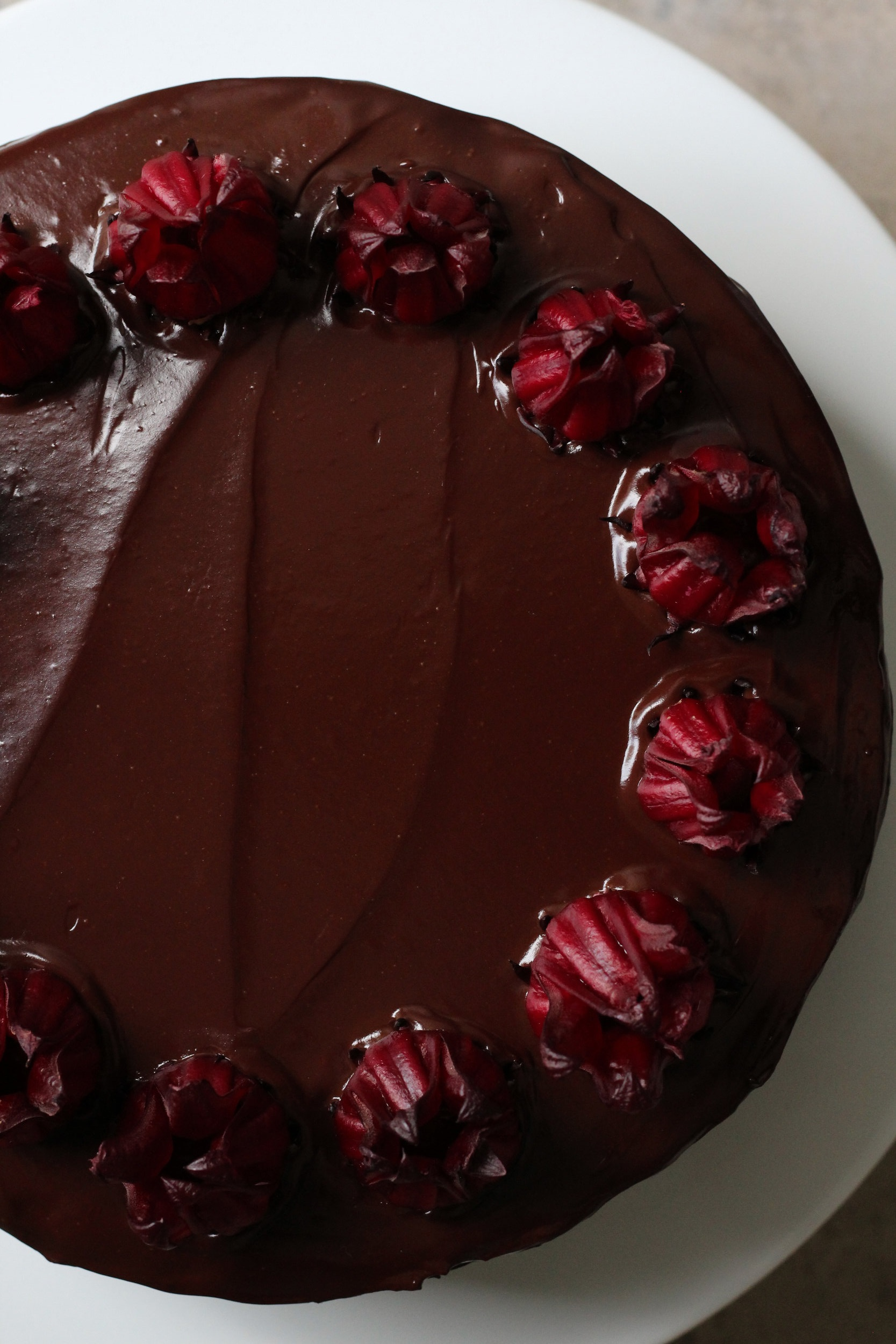 Chocolate+Cake+with+Hibiscus+Curd