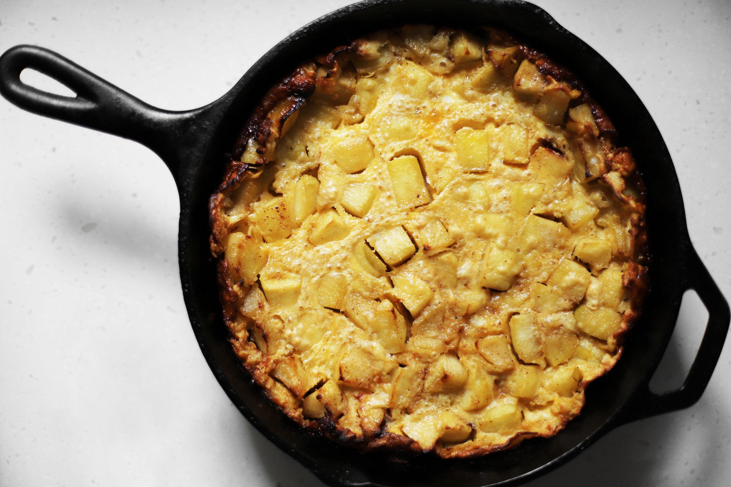 saffron and cinnamon german apple pancake