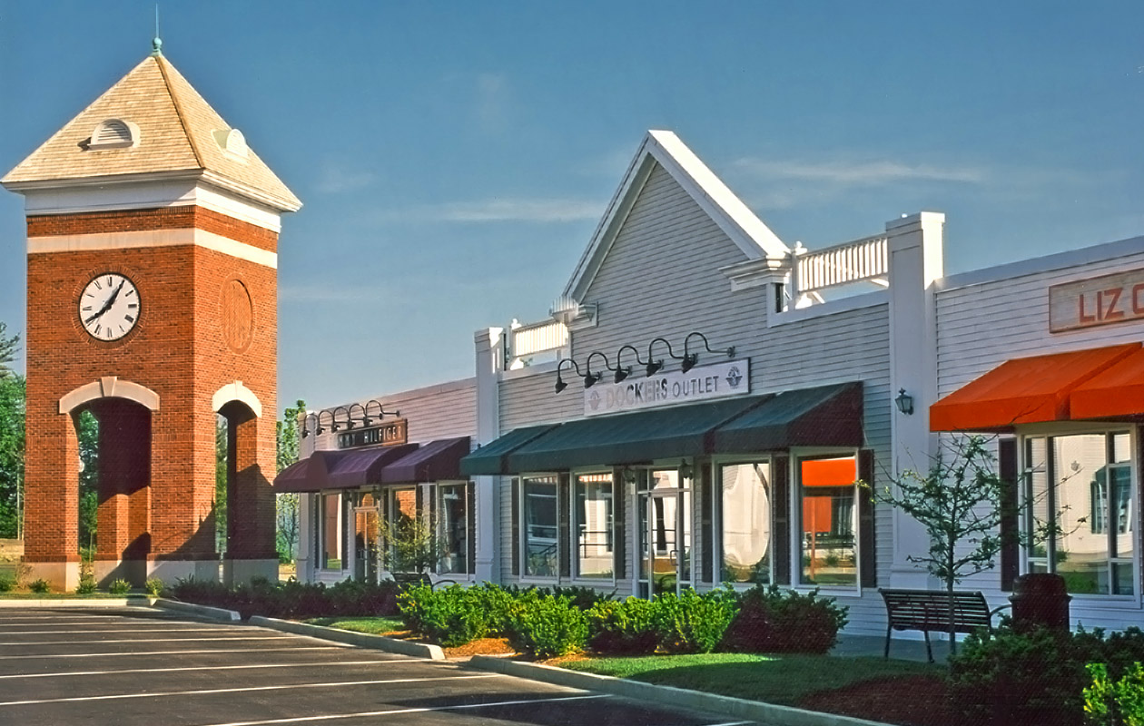 "<a href=""/berkshire-outlet-village-lee-ma"">Berkshire Outlet Village<br />Lee, Massachusetts</a>"