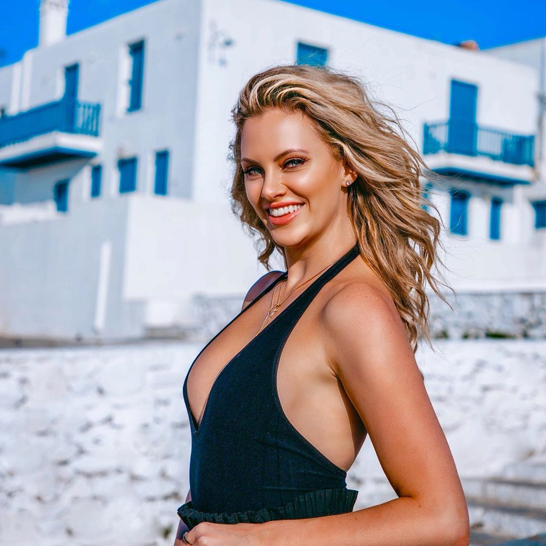 Nicole Arbour -