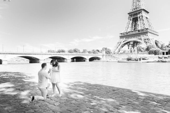 Propose under the Eiffel Tower