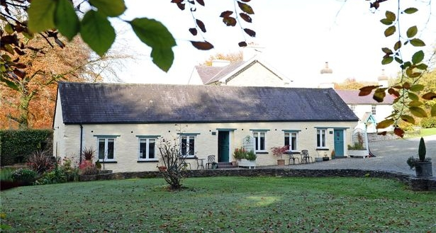 Cottages at Glaspant Manor
