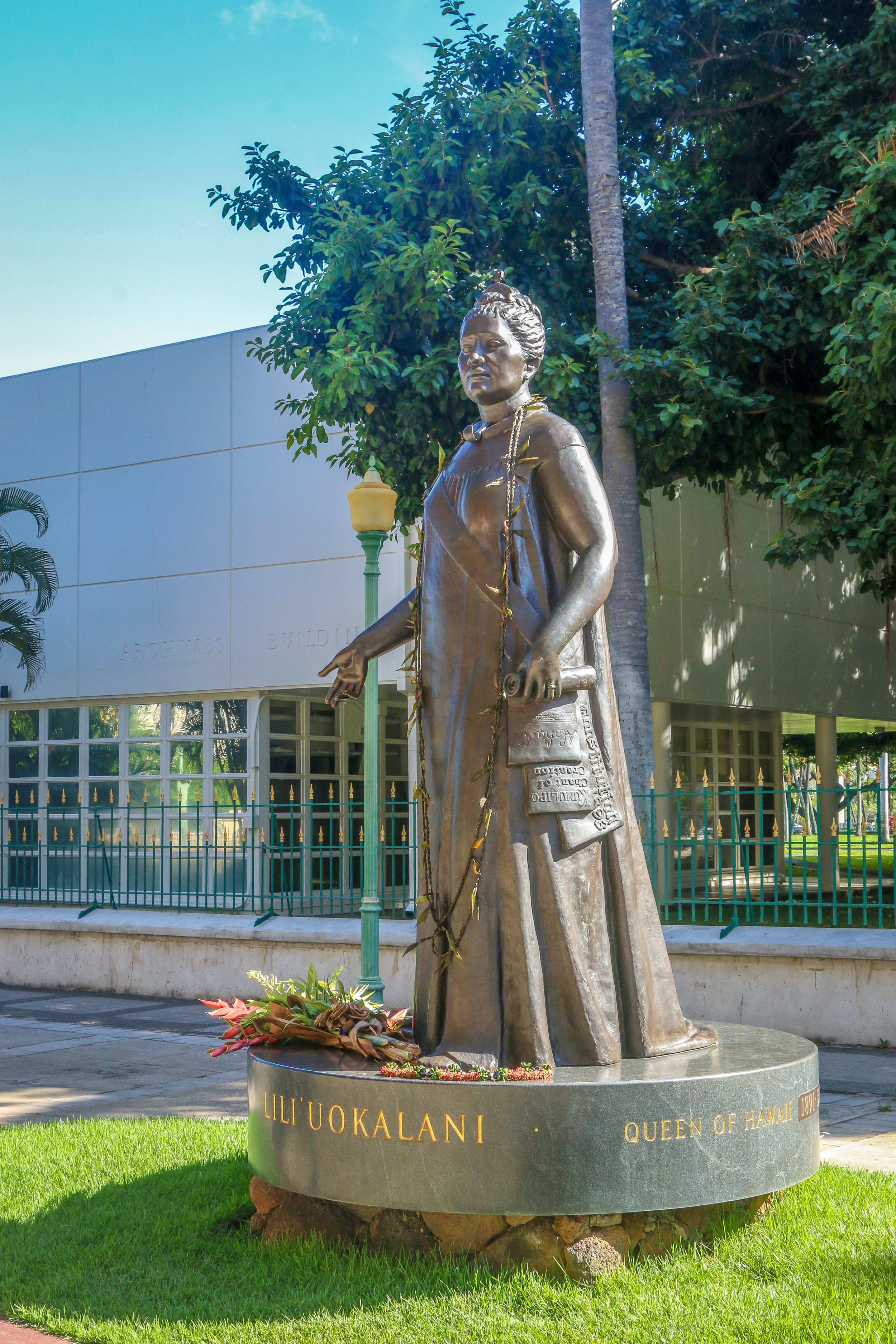 Oahu Hawaii HI photos photography Queen Liliuokalani Honolulu