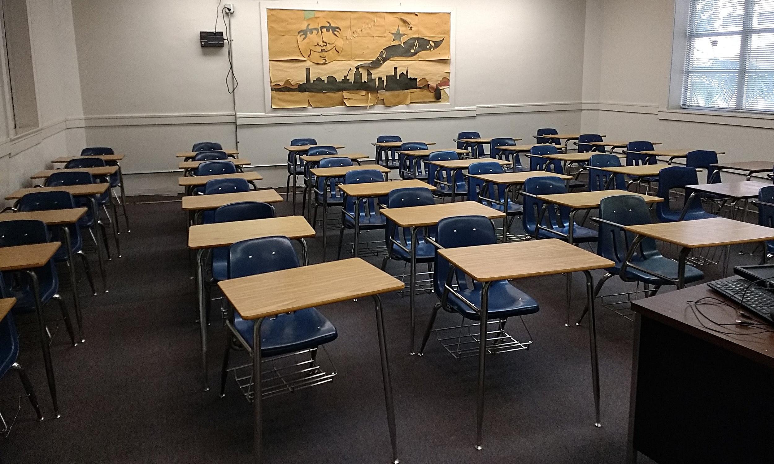 15_StudentComboDeskChairs.jpg