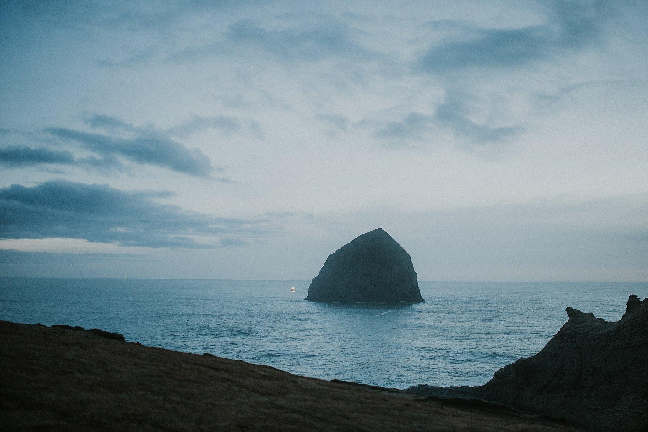 Oregon Coast Engagement Photographer (17).jpg