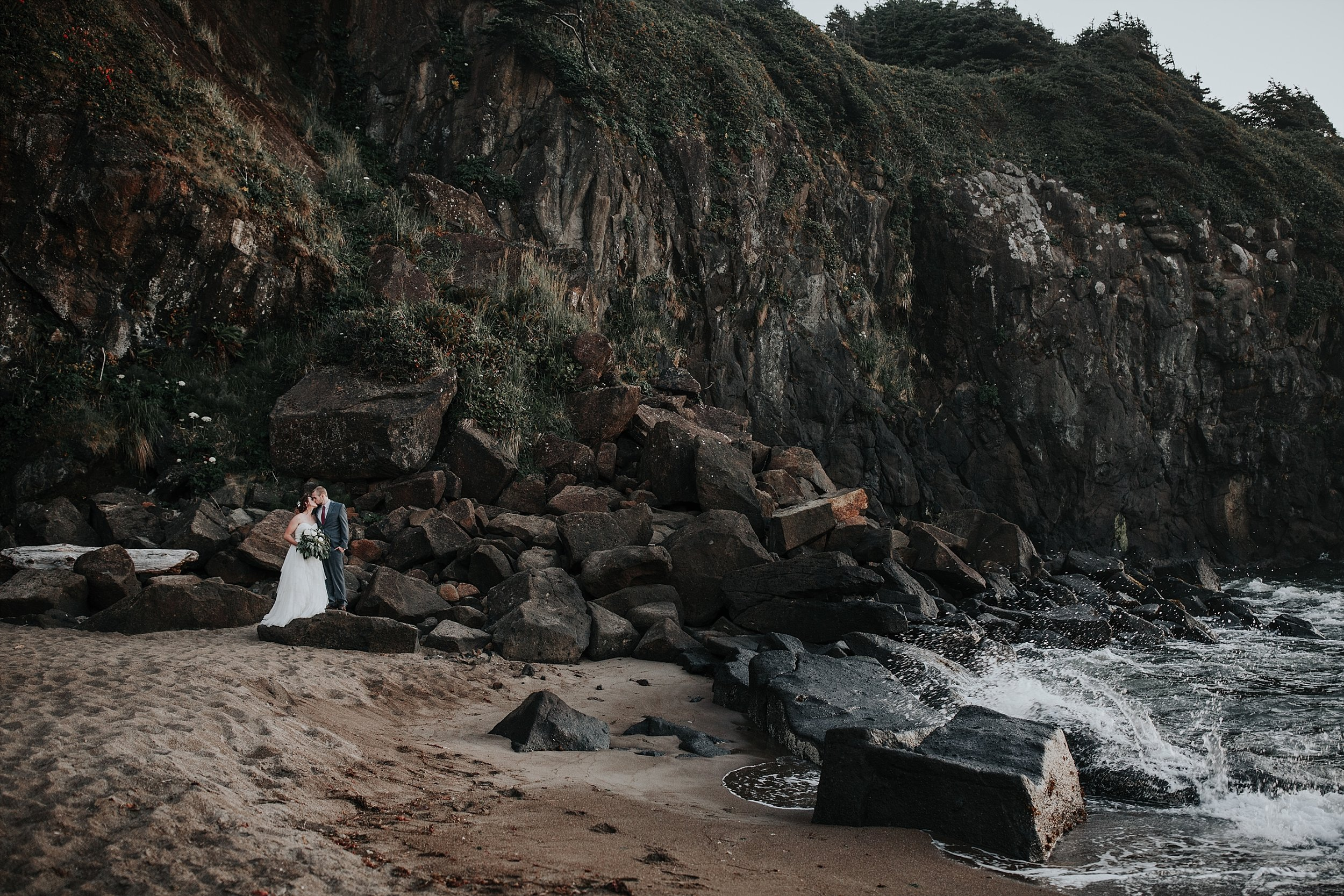 Oregon Coast Elopement Photographer (32).jpg