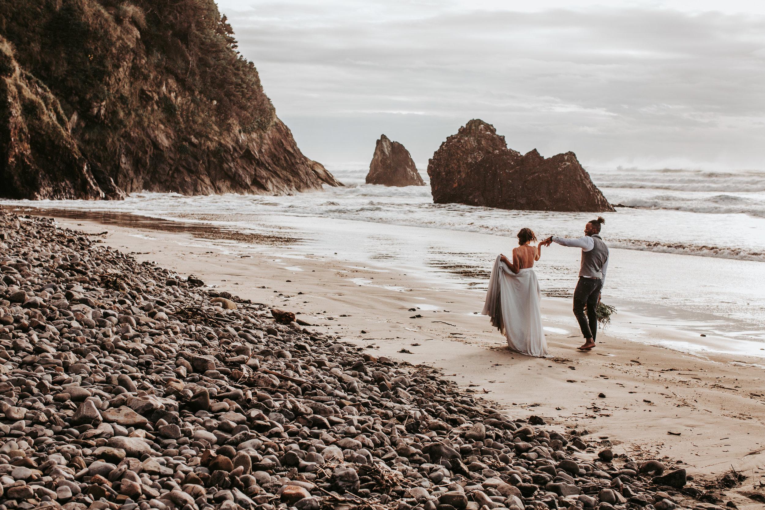 Oregon Engagement and elopement photographers (188).jpg