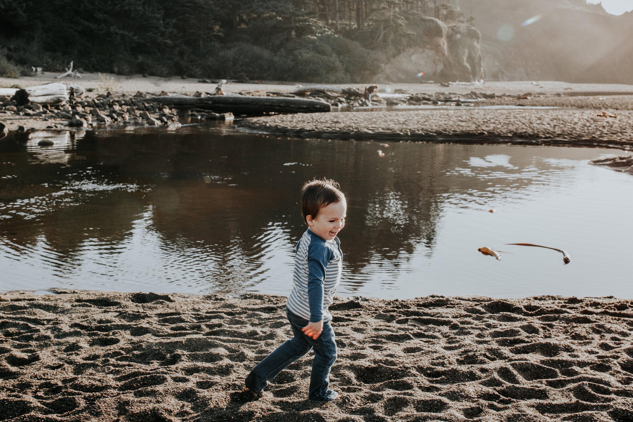Oregon Coast Family Photographer (2).jpg
