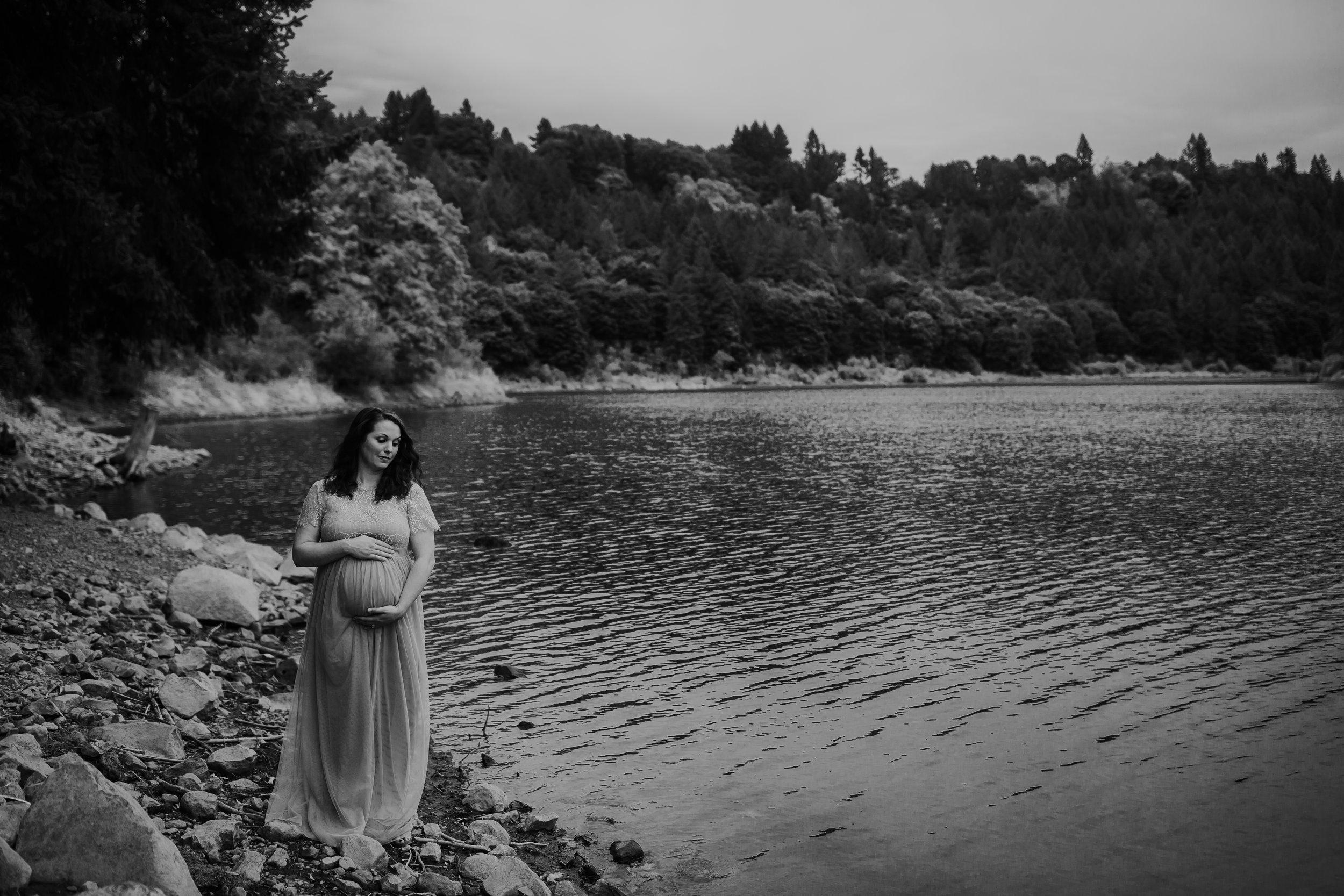 Oregon Coast Maternity Photographer (164).jpg