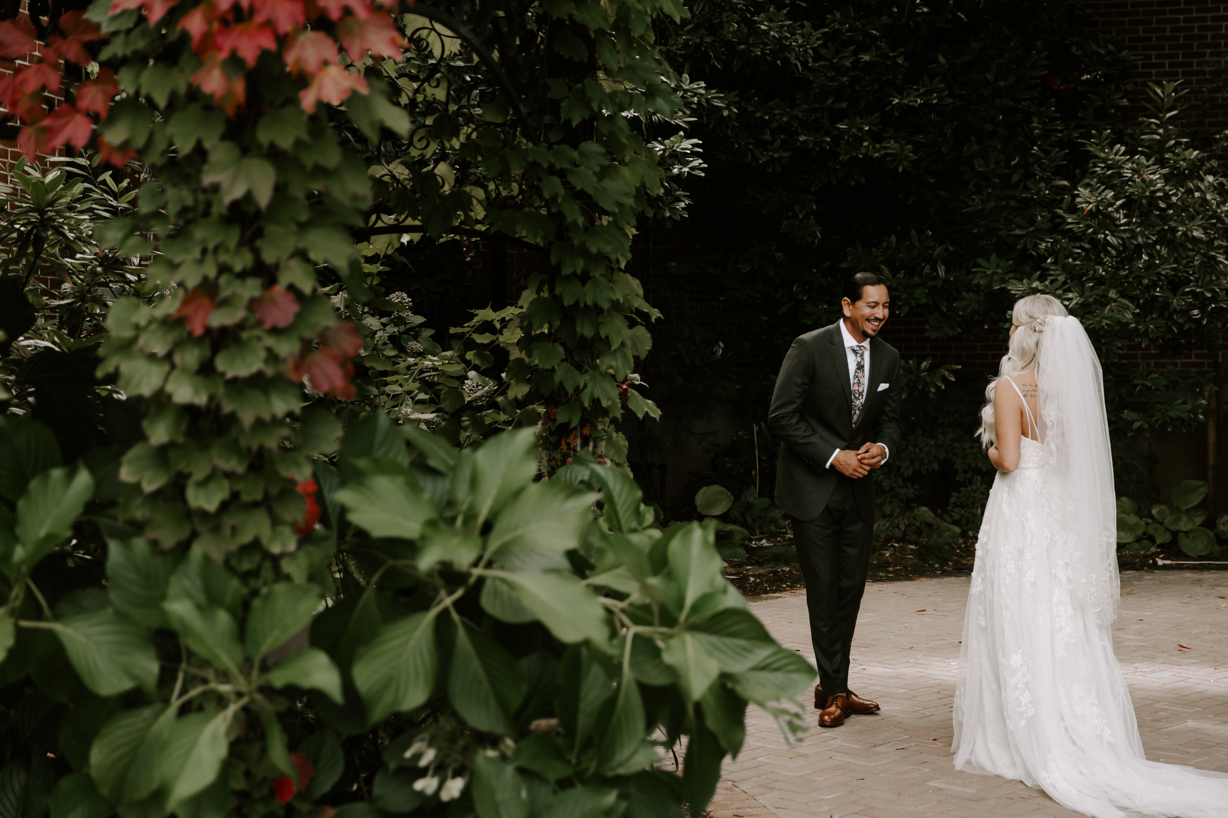 Rustic Bloom Photography | First Look Inspiration | Oregon Wedding Photographer