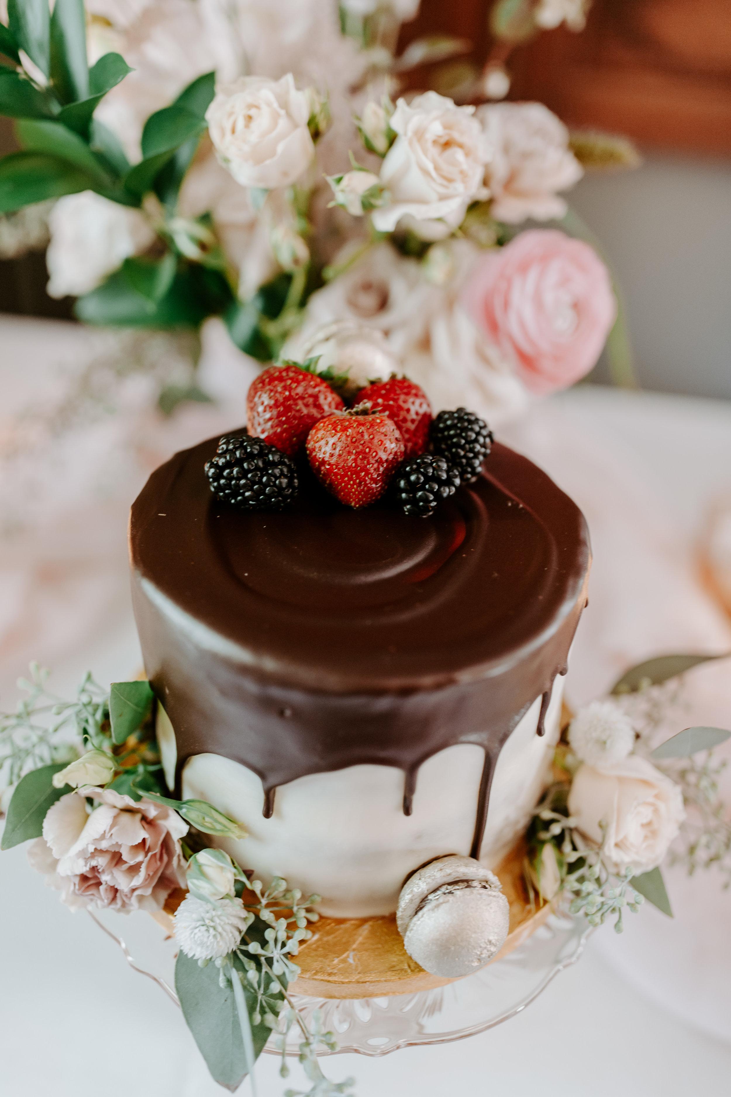 Rustic Bloom Photography | Wedding Cake Inspiration | Oregon Wedding Photographer