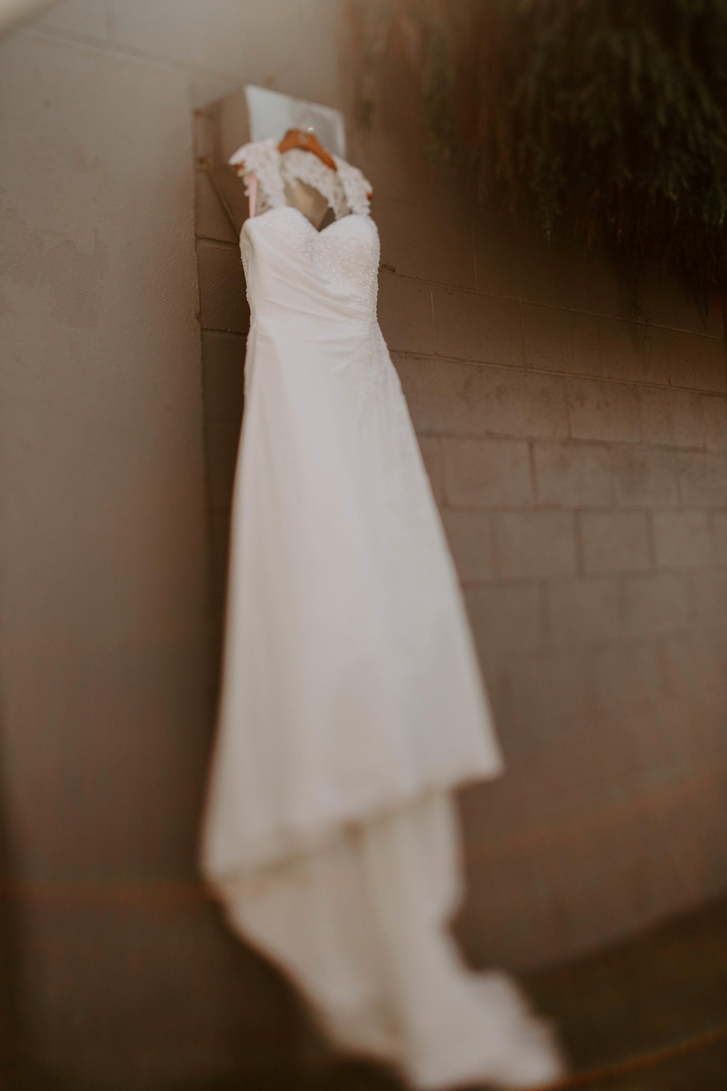 Oregon Coast Wedding Photographer | Wedding Dress Inspiration | Rustic Bloom Photography