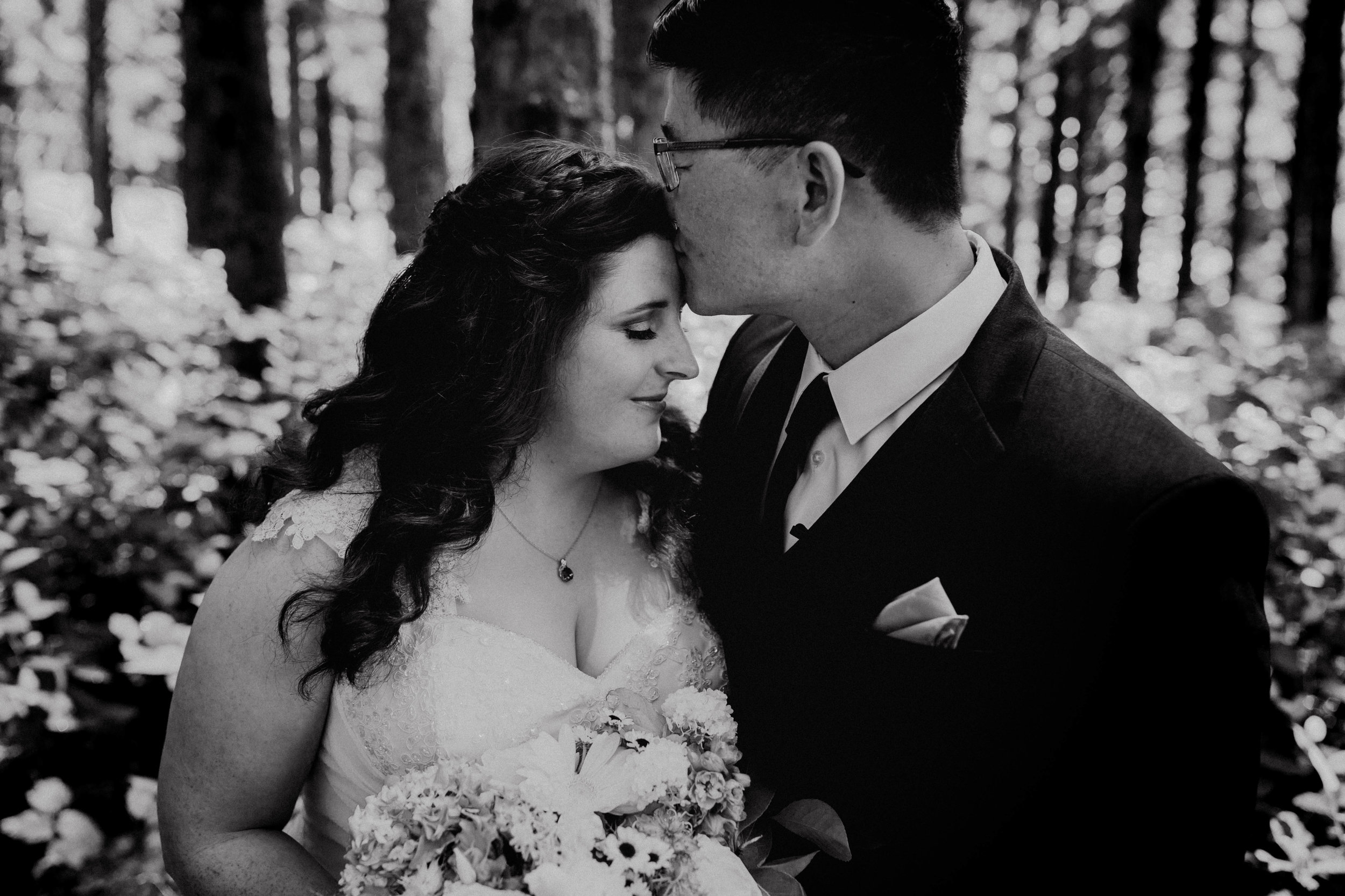 Oregon Wedding Photographer | Bride and Groom Style | Rustic Bloom Photography