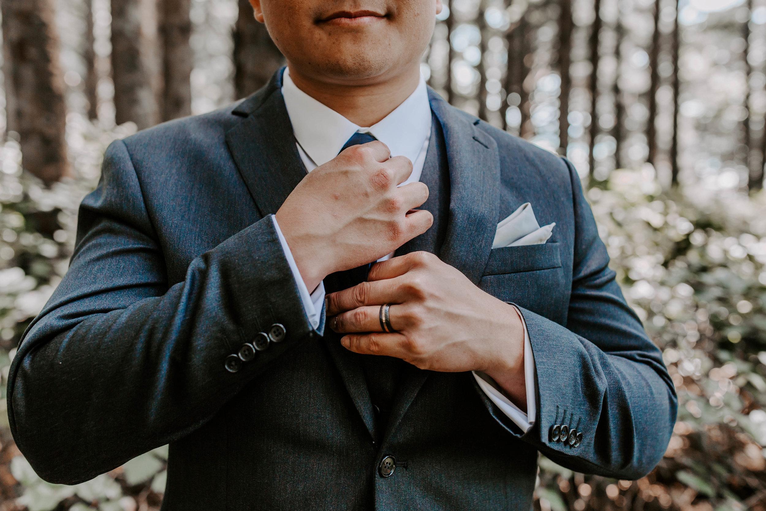 Oregon Wedding Photographer | Groom Style | Rustic Bloom Photography