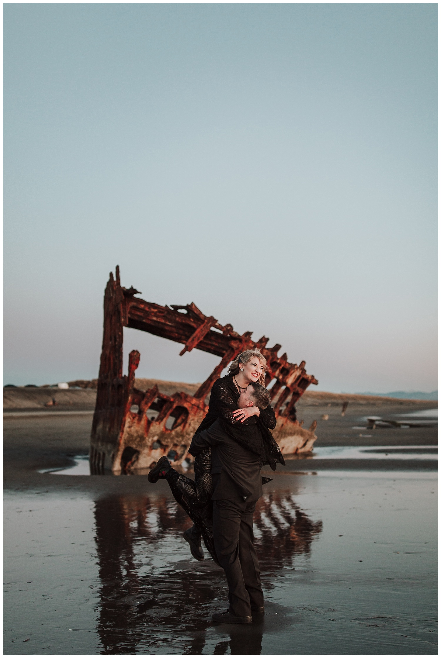 Oregon Coast Elopement Photographer (56).jpg