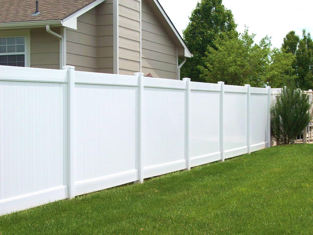Vinyl-Fence-White-Privacy