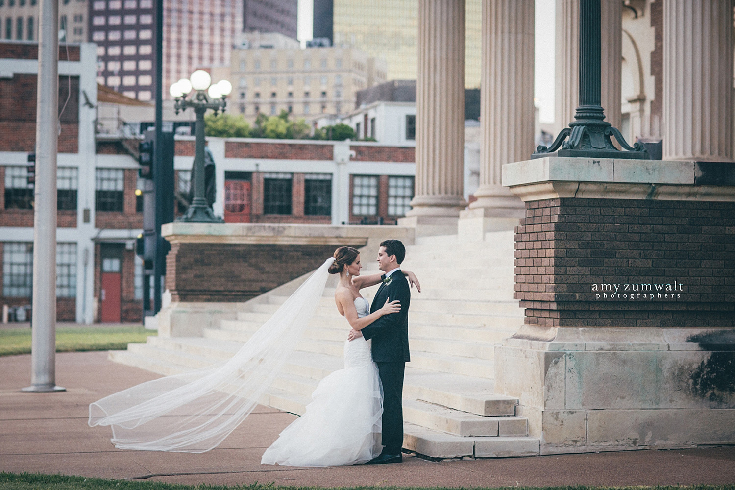 Dallas Scottish Rite Library and Museum bride and groom outside the front steps