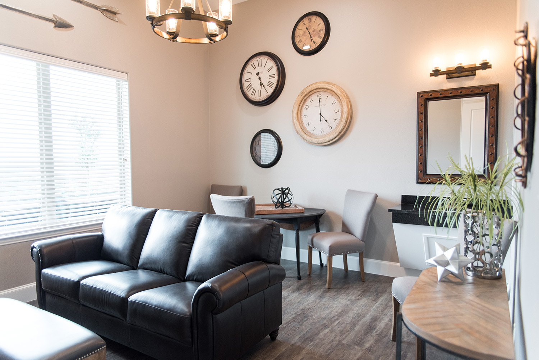 Dove Ridge Vineyard Groom's suite leather sofa
