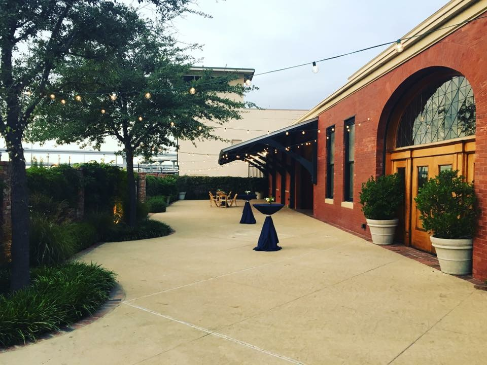Ashton Depot exterior courtyard cocktail hour in Fort Worth TX