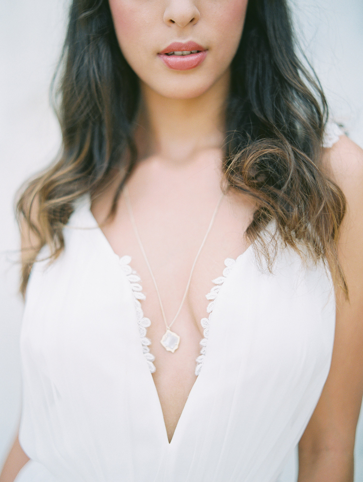 Bride wear a kendra scott necklace