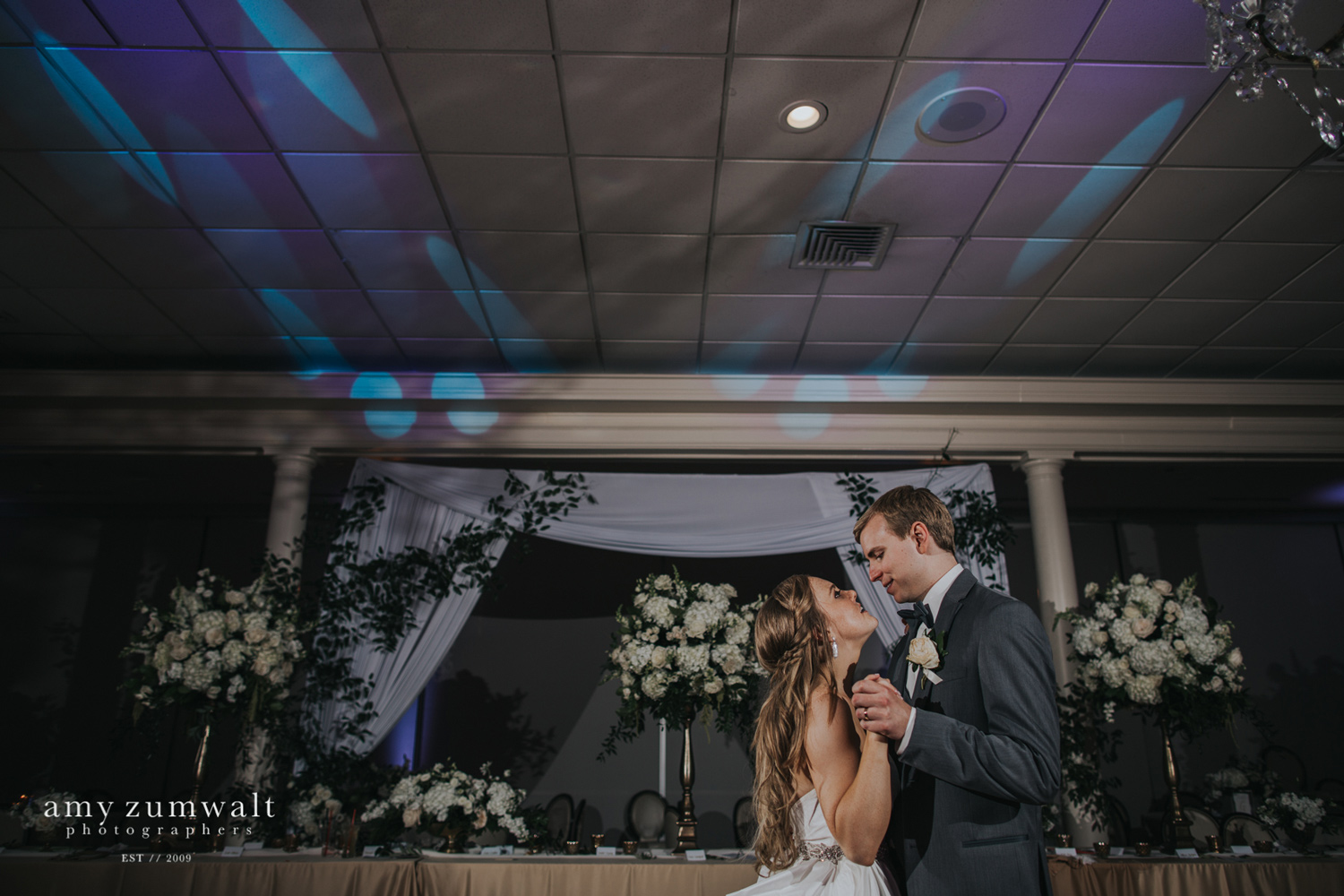 Willow Brook Country Club bride and groom dancing
