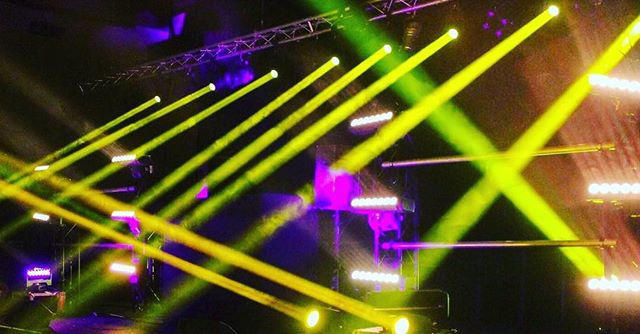 Recent event with SR Entertainment!  With 16 beams, 12 blades and atomic strobes it was a rig that definitely packed a punch! . . . .  #events #lighting #beams #live #stage