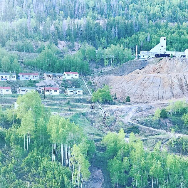 Drove past Gilman Mine, a spot in my book that was key in Book 3 #VenusShining. I always want to climb down the ravine and explore the old mining town outside of #leadvillecolorado. Haven't yet. What is your local ghost town?