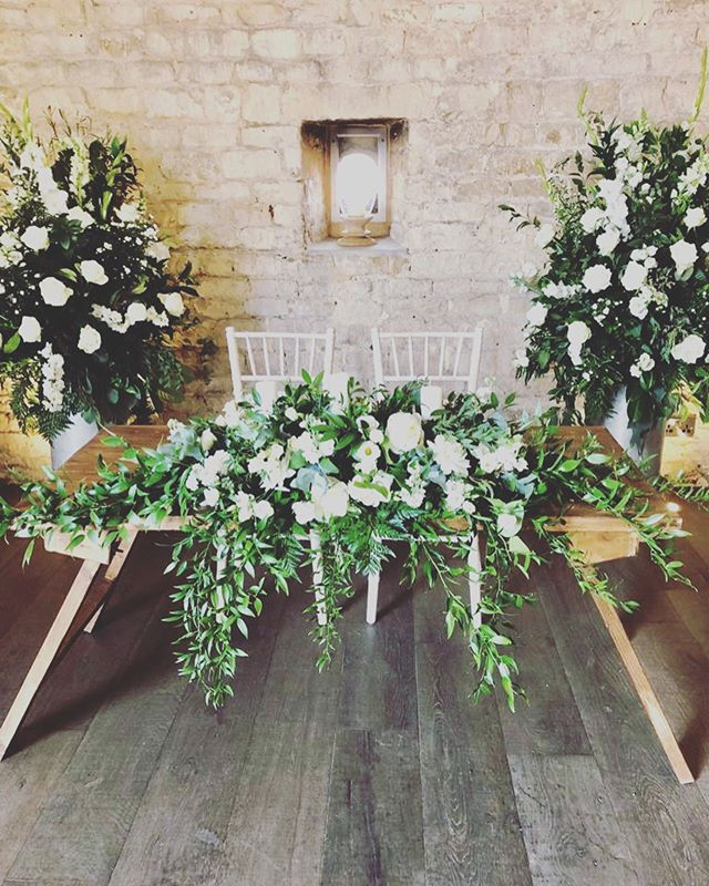 Such a beautiful setting at @lapstonebarn for the new Mr & Mrs Hutchison @staceymerry @dazhutch 🌿🌿🌿 Many Congratulations from us all! #vynestringquartet #lapstonebarn #lapstonebarnwedding #cotswoldwedding
