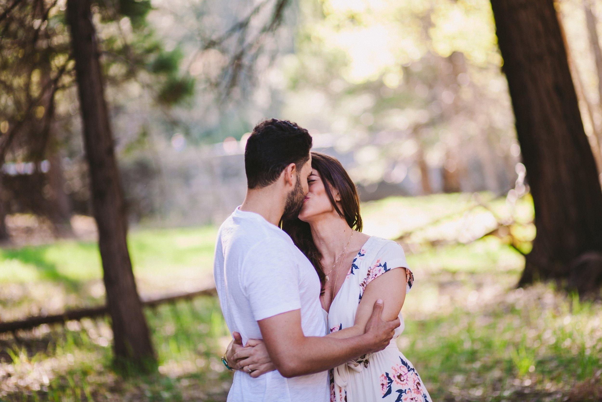 Yosemite Engagement Kiss Photography