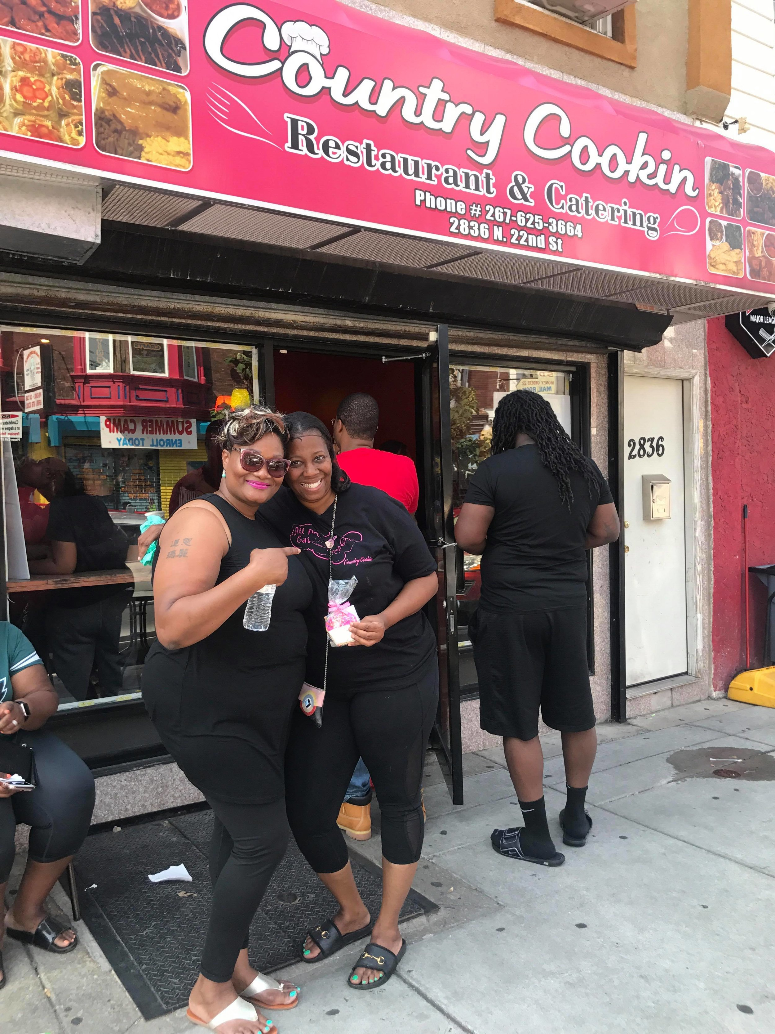 Chef Dawn visits Saud at Country Cookin in Philadelphia Pennsylvania. - Saud and her team loved their Speciality Ravy Cakes Sugar Cookies!