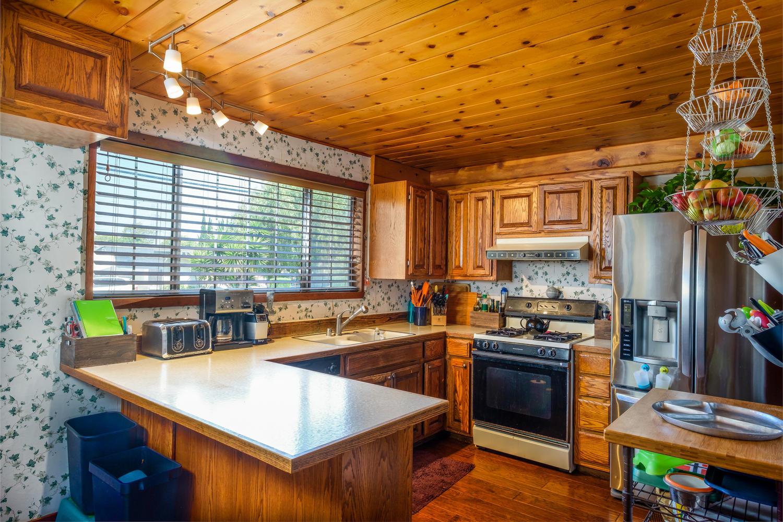 18808 Yukon Ave Torrance CA-large-003-12-Kitchen-1500x1000-72dpi.jpg