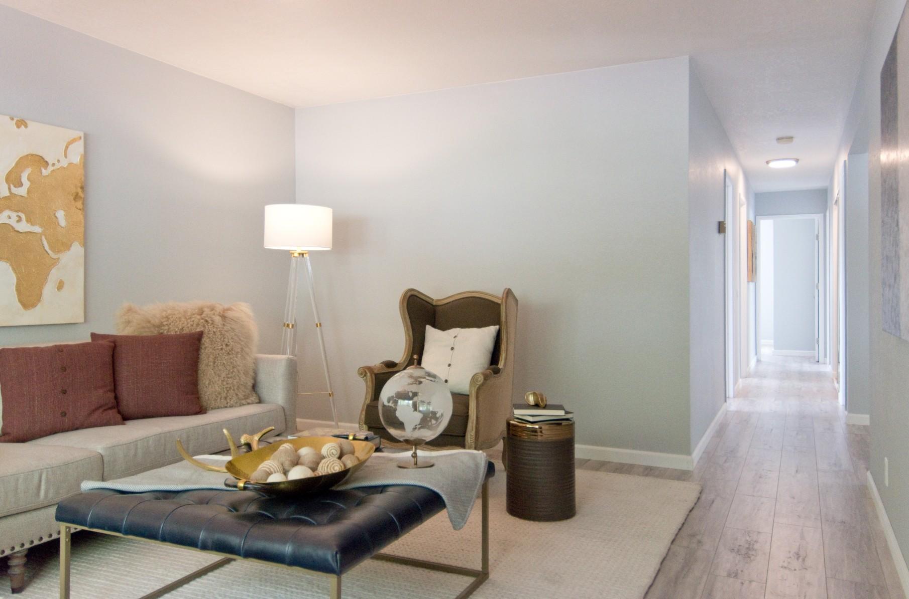 Living Room 001.jpg
