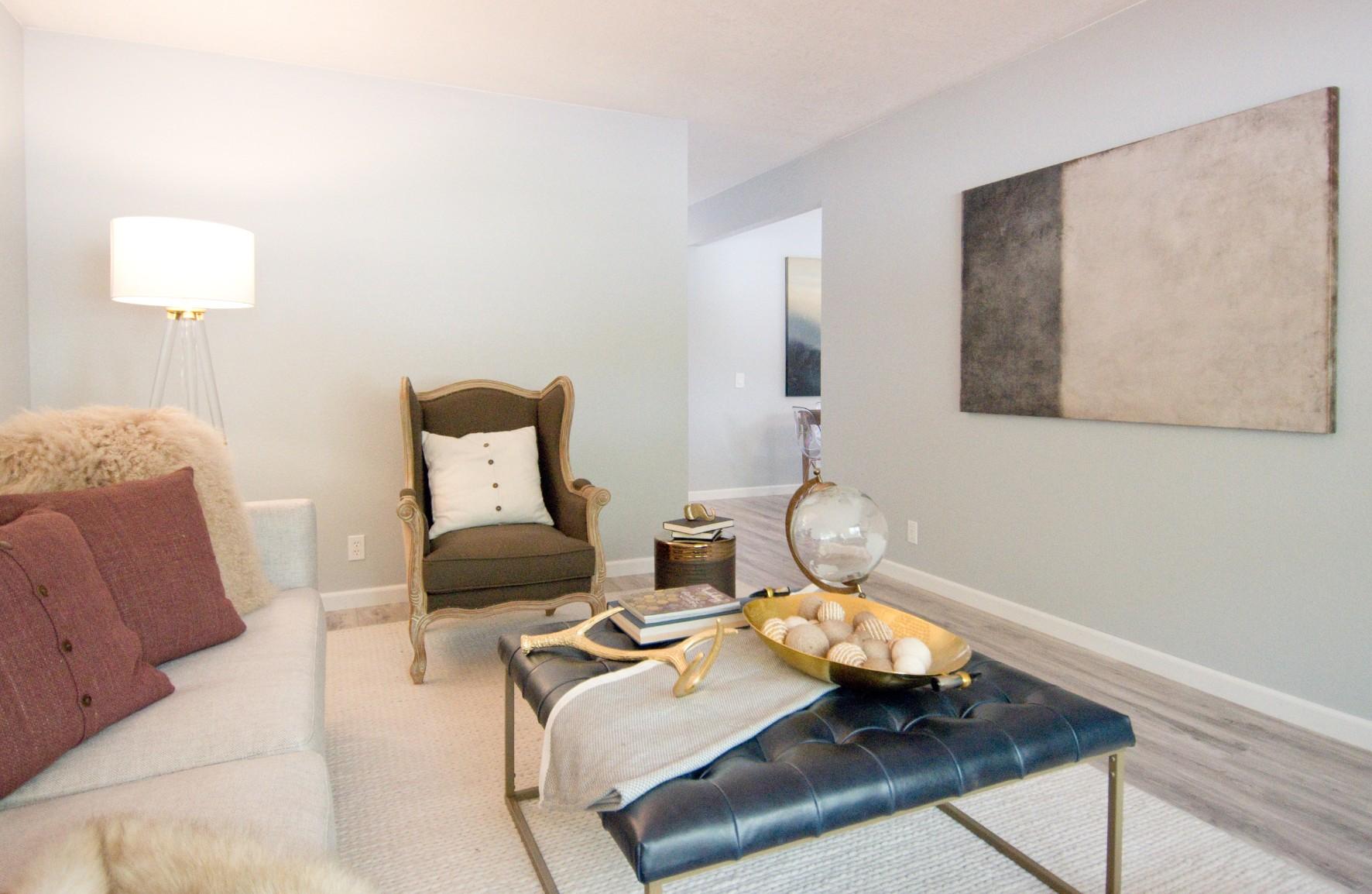 Living Room 002.jpg
