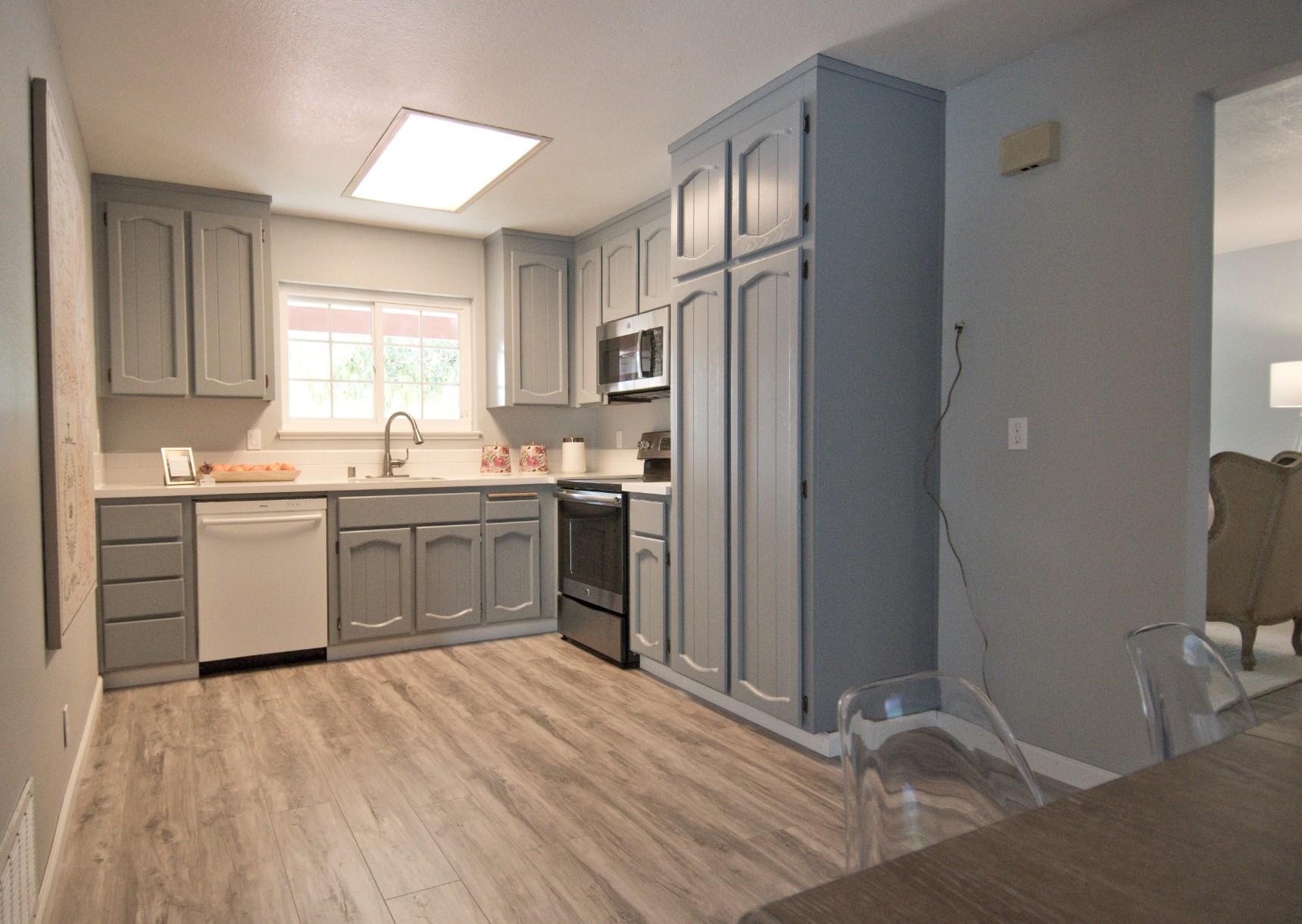 Kitchen 004.jpg