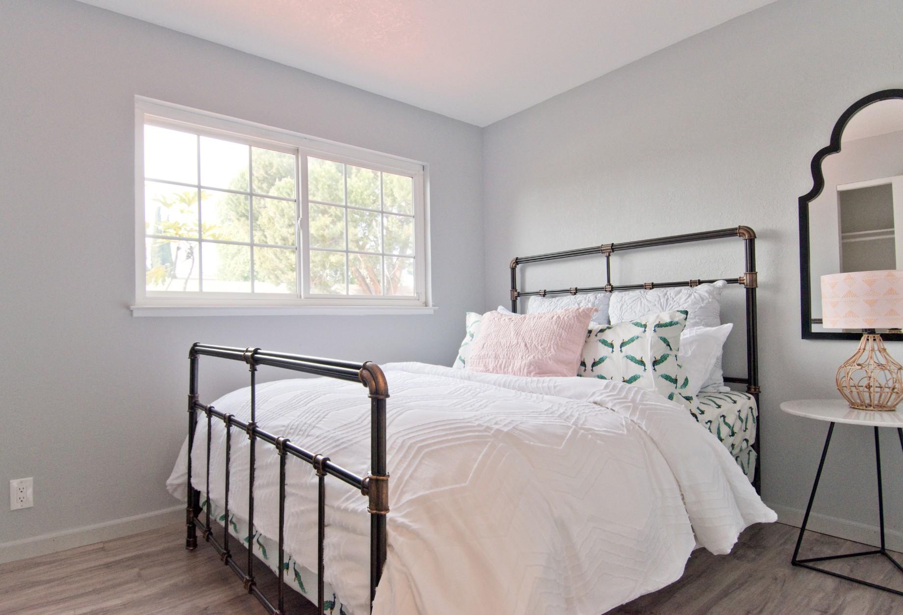 Bed 2 000.jpg