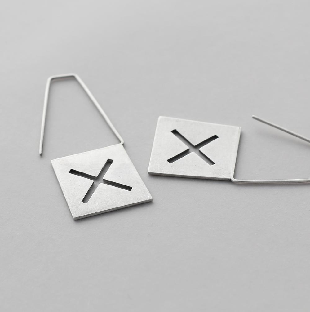 Labels-earrings2-F4.jpg