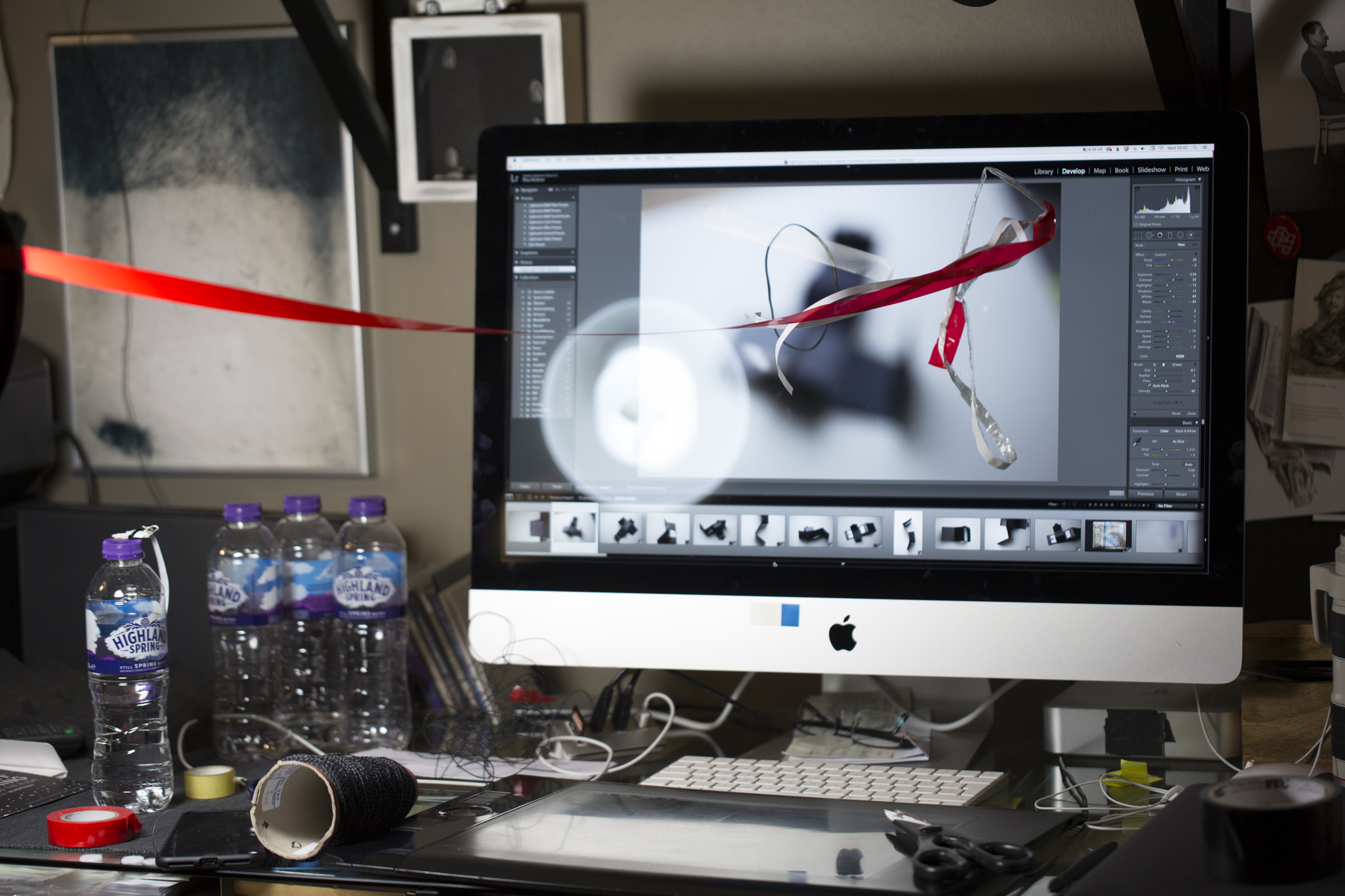 Photographing the red tape on top of the image displayed in the screen.