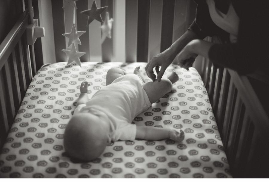 Portland_in_home_lifestyle_newborn_photographer 12.jpg
