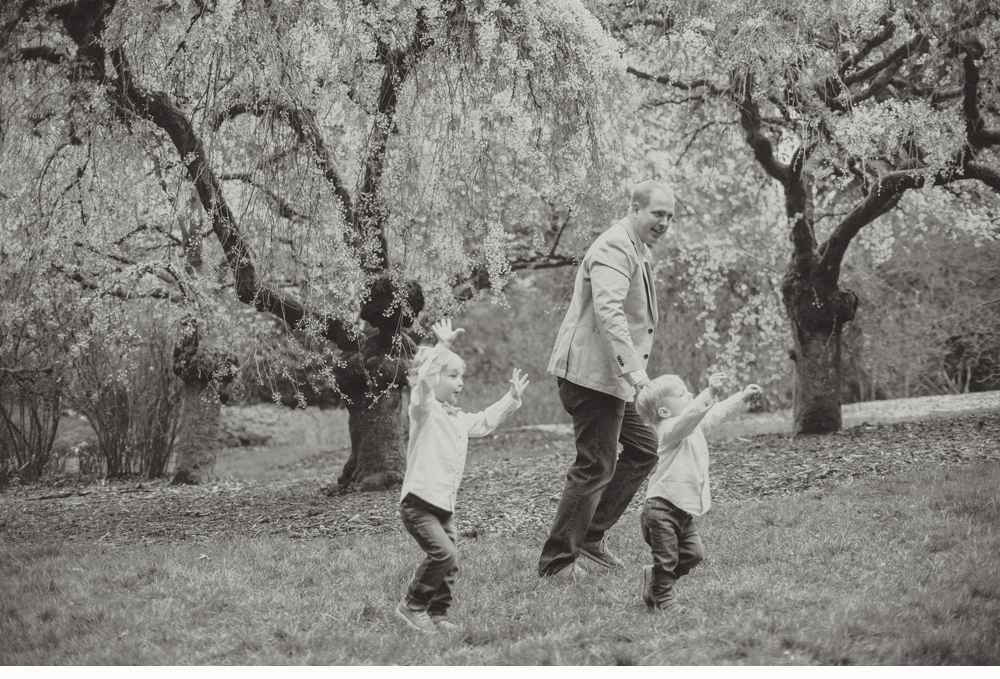 spring_Family_Lifestyle_Portrait_Session_Seattle_Arboretum_cherry_blossoms 13.jpg