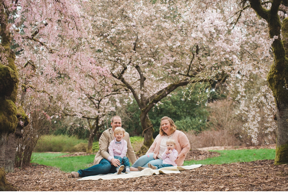 spring_Family_Lifestyle_Portrait_Session_Seattle_Arboretum_cherry_blossoms 19.jpg