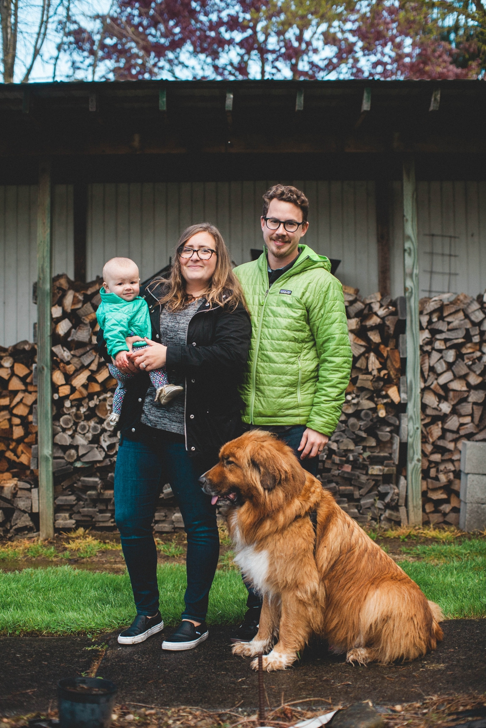 enumclaw_farm_lifestyle_family_rain_session 15.jpg