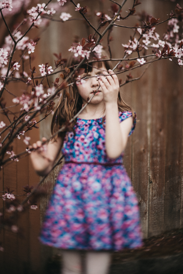 freelensed-girl-in-floral-dress-with-cherry-blossoms
